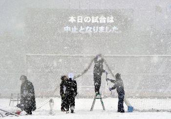 高校サッカー決勝 雪.JPG